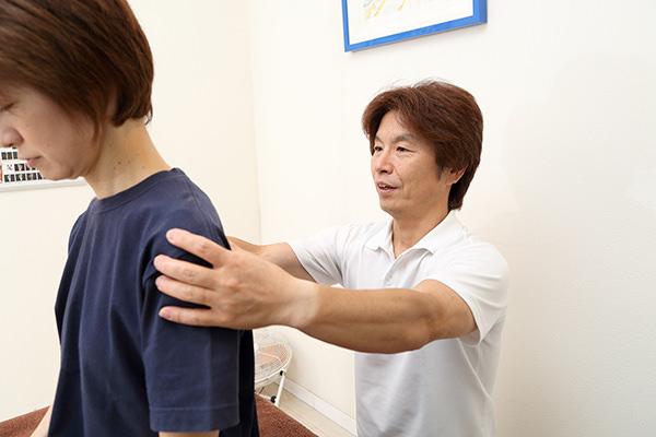 立ち方、姿勢から指導する根本改善治療